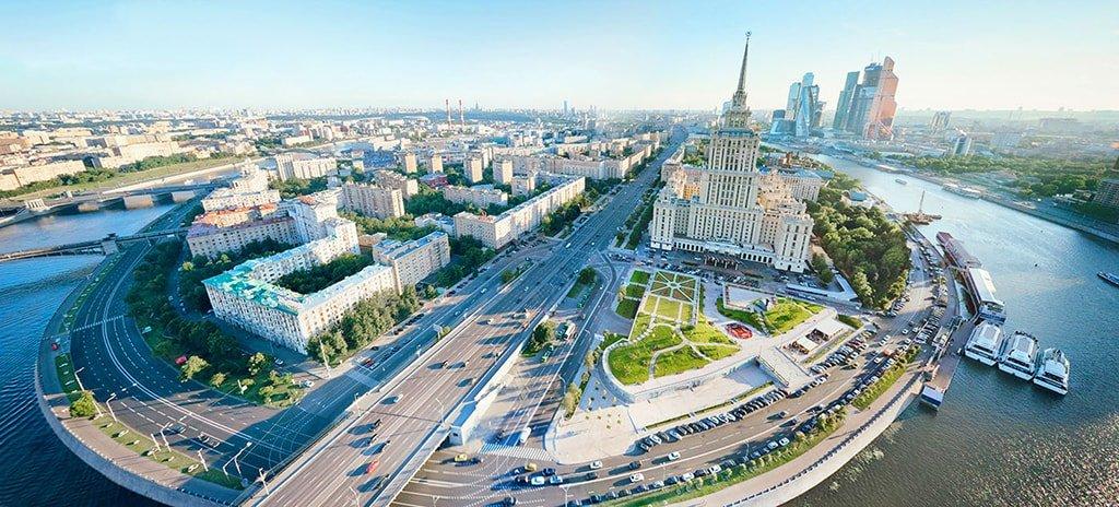 3_Gostinitsa-Ukraina-s-vysoty-ptichego-poleta-min